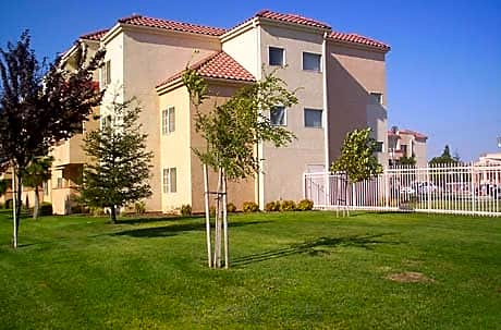 Apartments Near Bakersfield College
