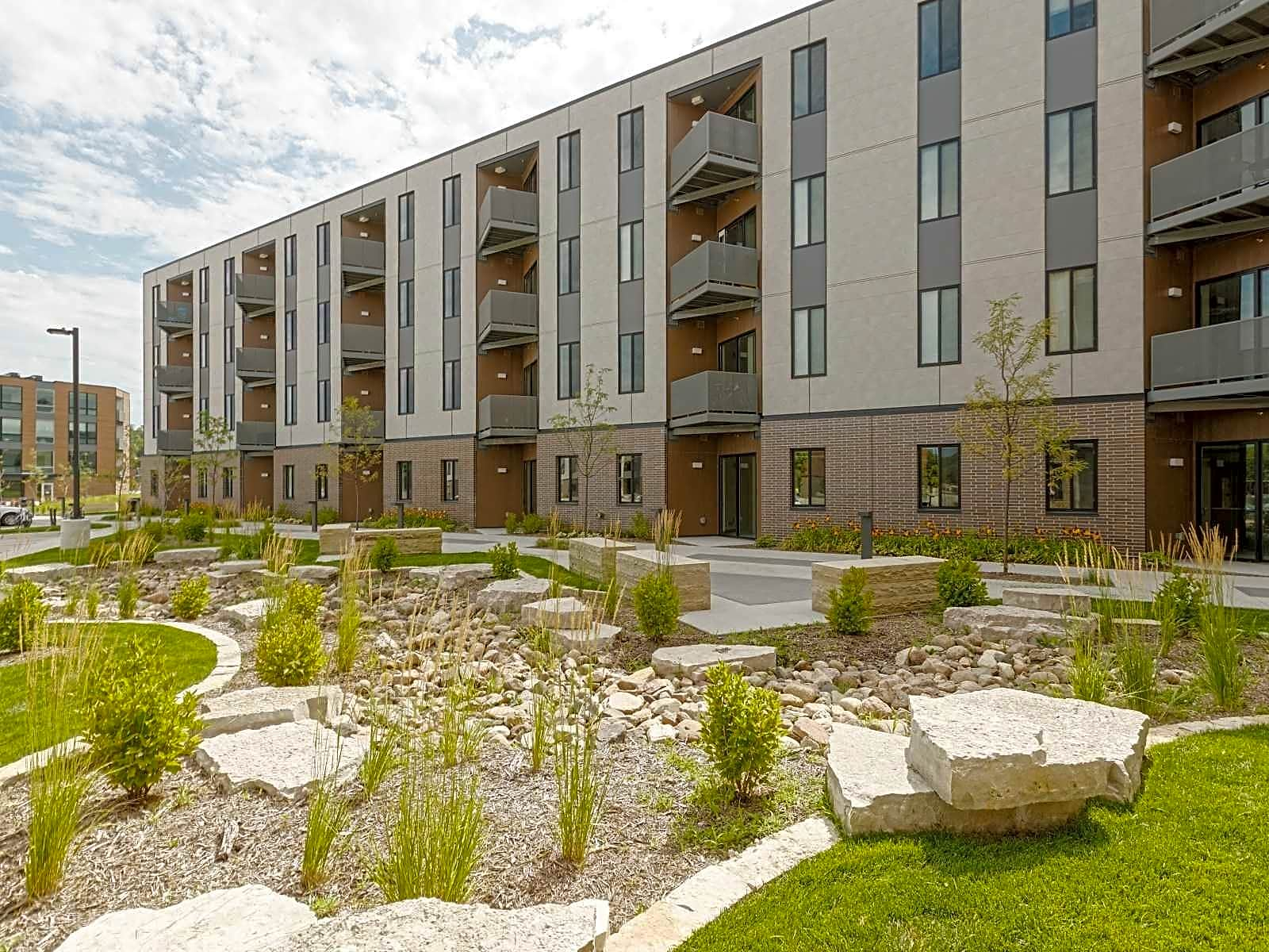 Apartments Near AIB College of Business Jackson Crossing for AIB College of Business Students in Des Moines, IA