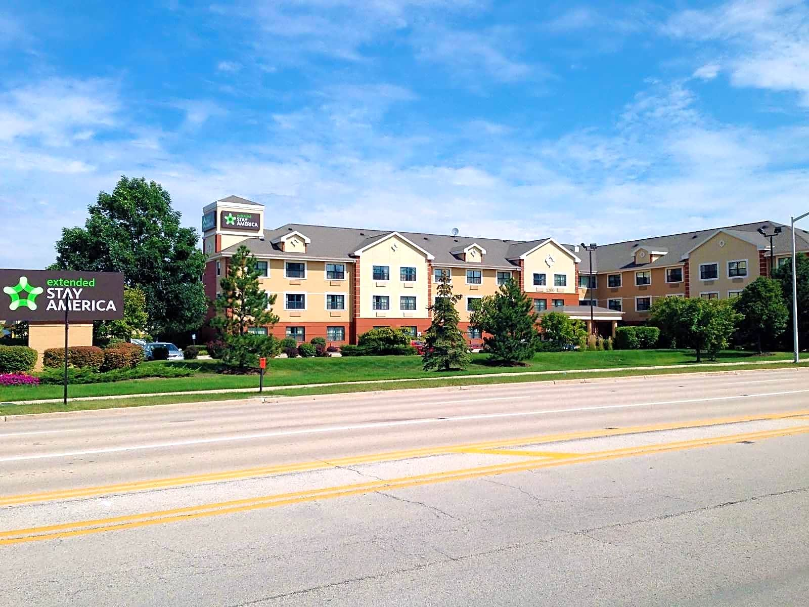 Apartments Near AIU Online Furnished Studio - Chicago - Woodfield Mall for American Intercontinental University Online Students in Hoffman Estates, IL