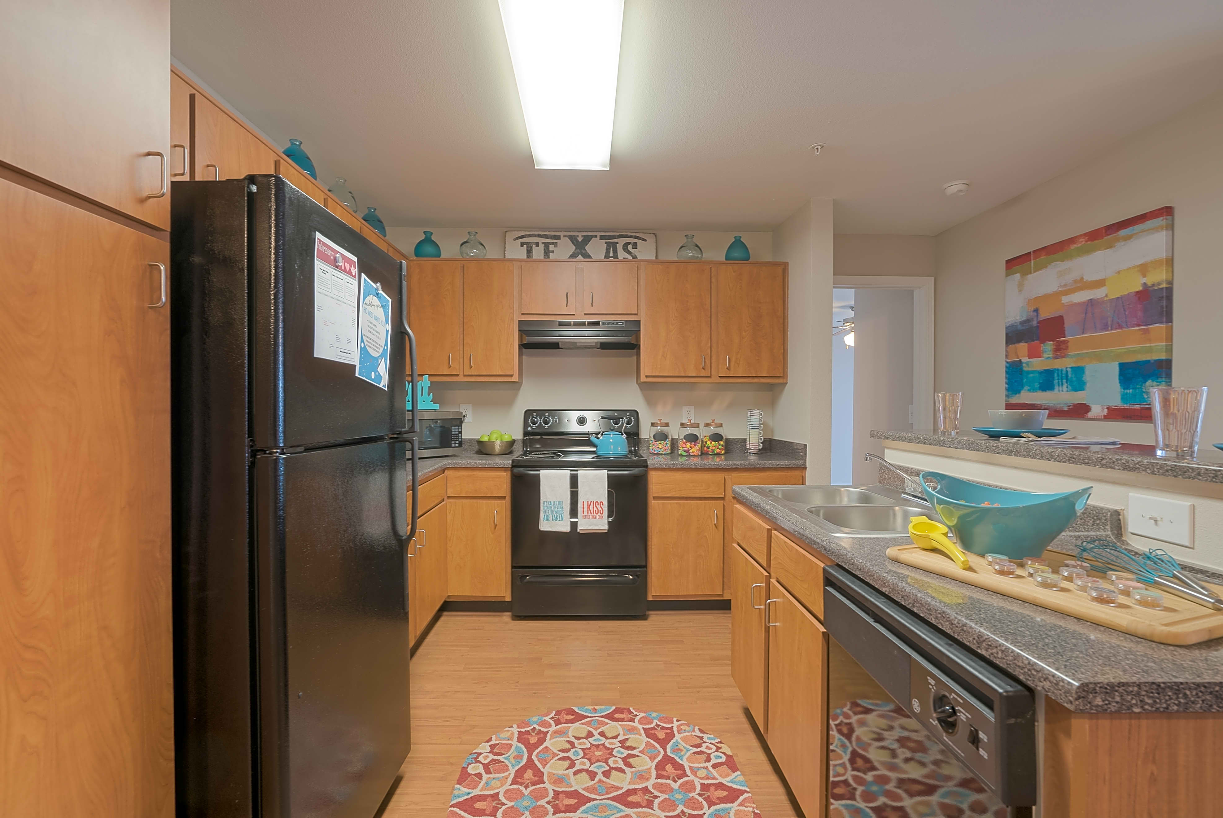 Apartments Near UT Austin Rio West - Per Bed Leases for University of Texas - Austin Students in Austin, TX