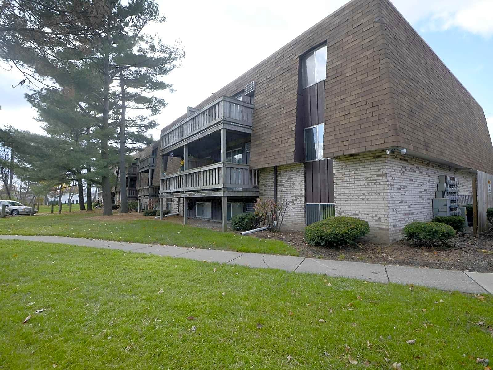 Foxes Lair Apartments Elyria OH