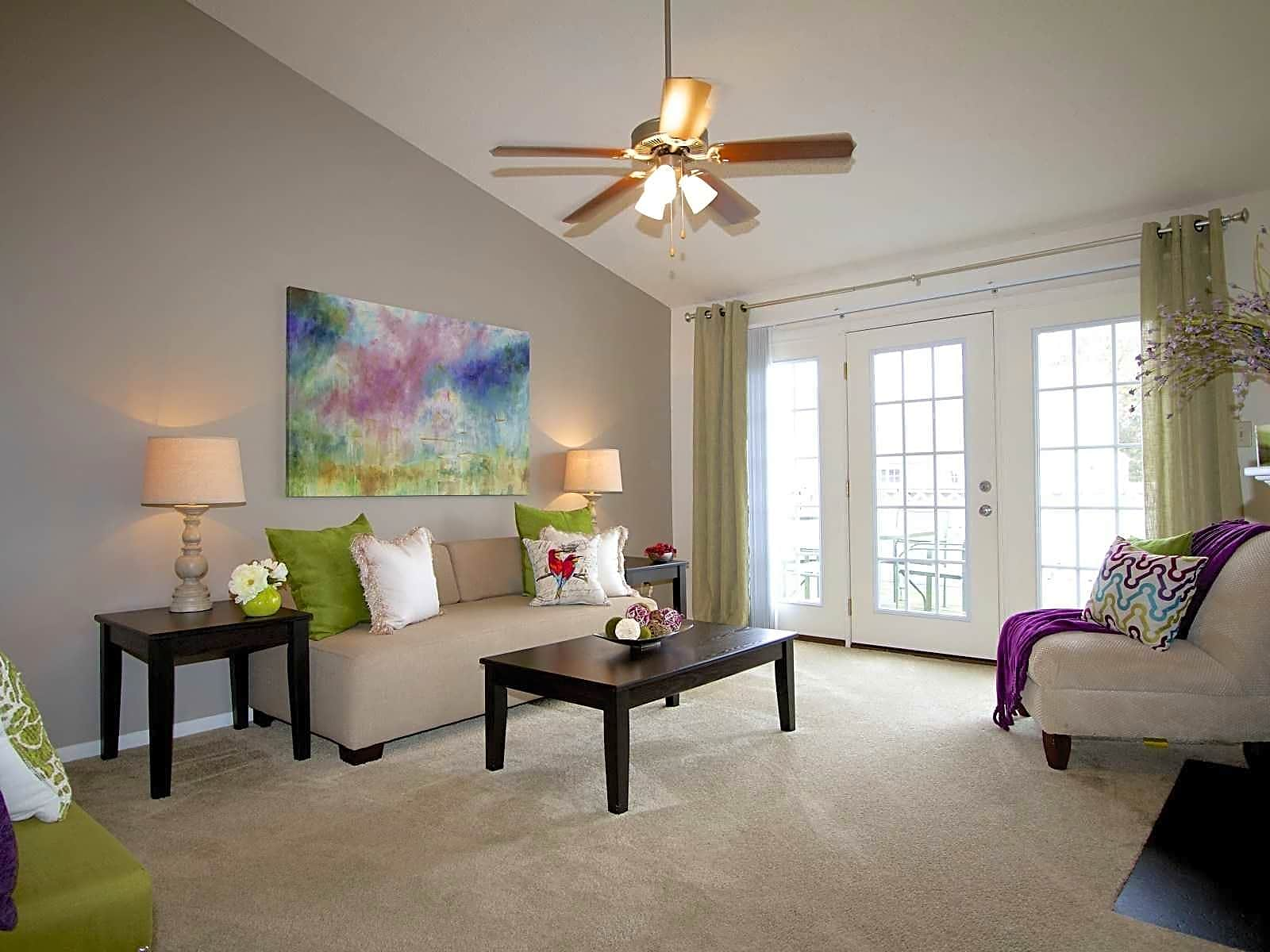 Open & Bright living areas!