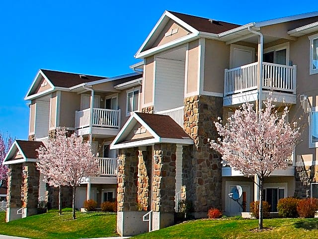 Apartments Near Boise State Fairview Crossing for Boise State University Students in Boise, ID