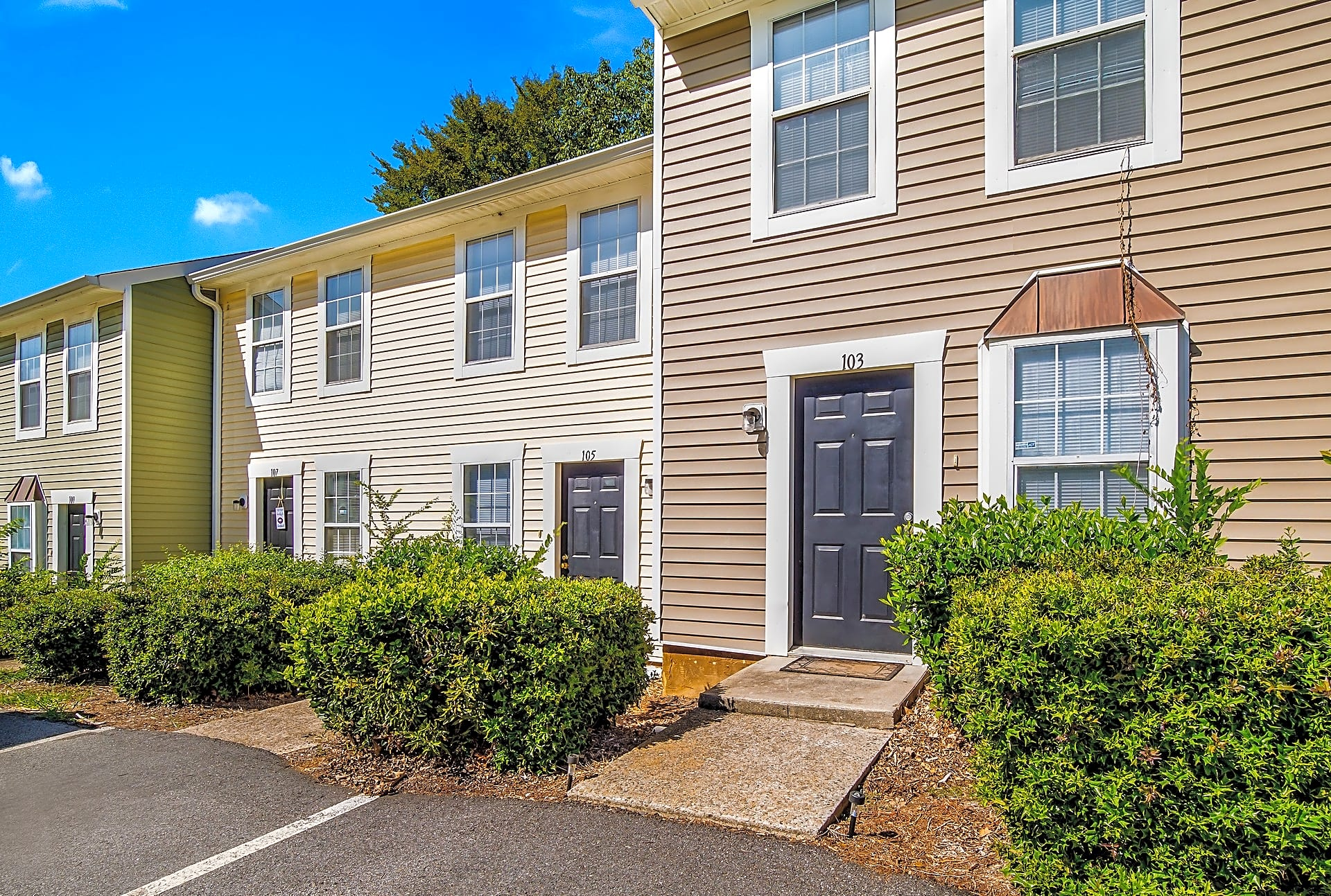 Apartments Near ASU 220 West Townhomes for Augusta State University Students in Augusta, GA