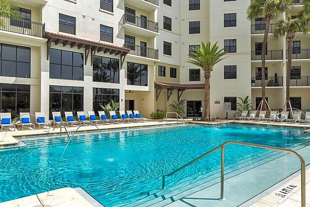 Apartments Near UT 2 Bayshore for The University of Tampa Students in Tampa, FL