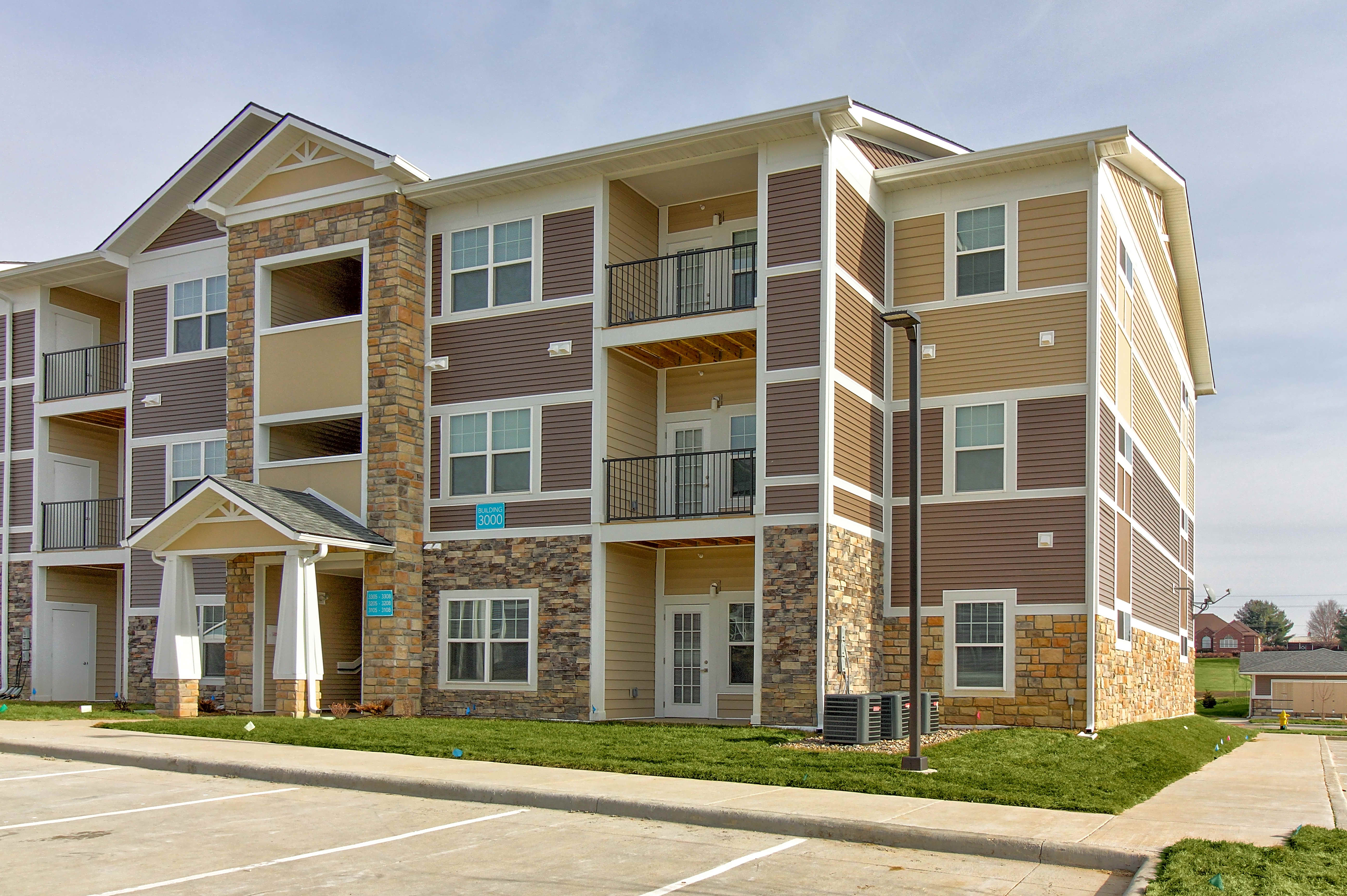 Apartments Near Aveda Institute-Des Moines Lift at Jordan Creek for Aveda Institute-Des Moines Students in West Des Moines, IA