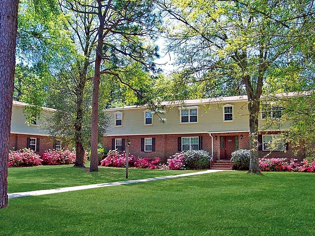 Apartments Near UNCW Chateau Terrace for University of North Carolina-Wilmington Students in Wilmington, NC