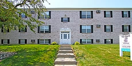 Apartments Near BGSU Glanzman Village of South Toledo for Bowling Green State University Students in Bowling Green, OH