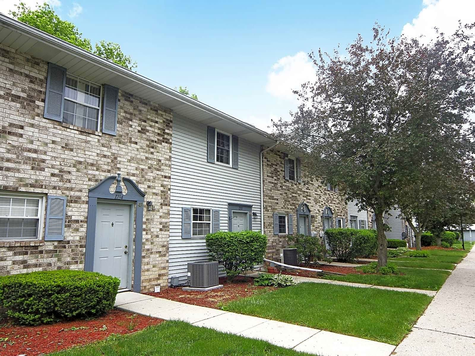 Apartments Near Albion Waldon Pond Condominiums for Albion College Students in Albion, MI