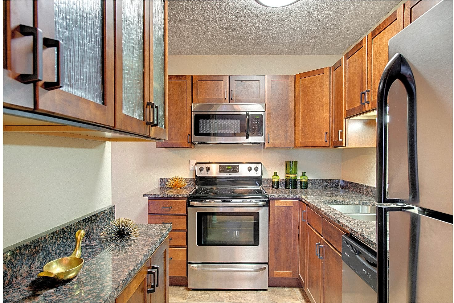 Apartments Near NWC Cedars Lakeside for Northwestern College Students in Saint Paul, MN