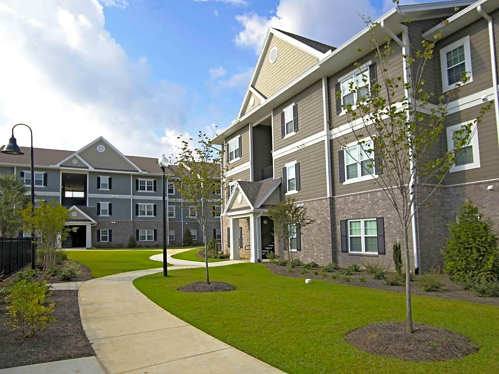 Apartments Near Spring Hill Parkside At Cottage Hill for Spring Hill College Students in Mobile, AL
