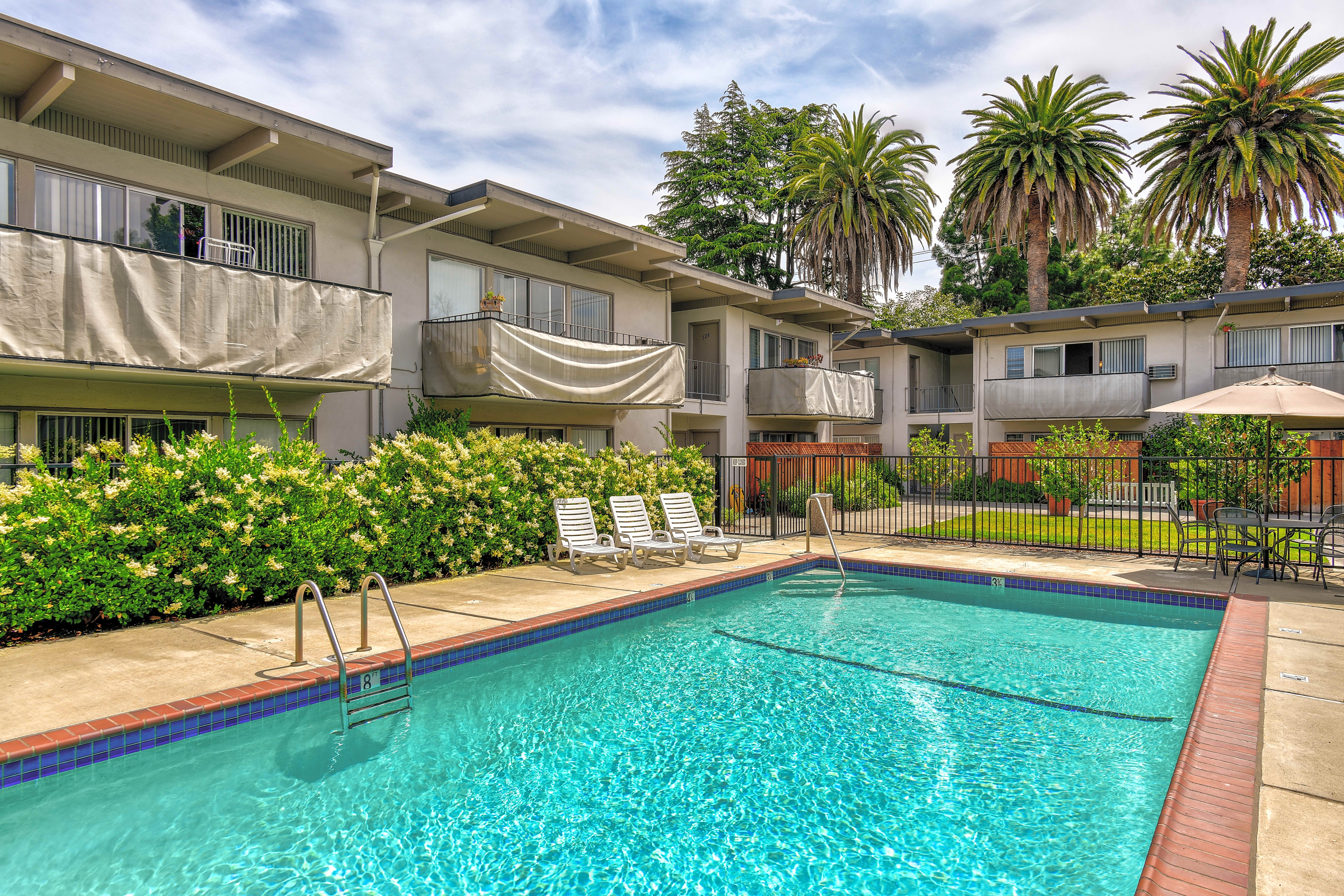 Apartments Near Foothill Glenwood for Foothill College Students in Los Altos Hills, CA