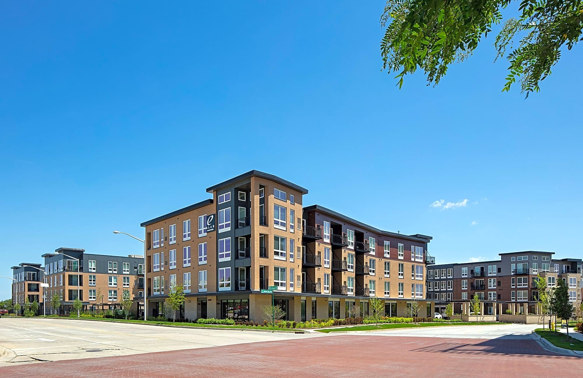 Apartments Near Elmhurst Elan Yorktown for Elmhurst College Students in Elmhurst, IL