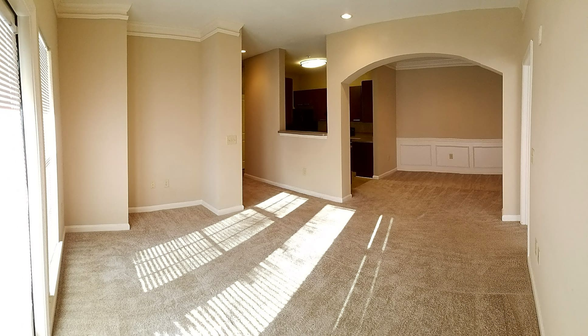 Arched Dinning Room Entry