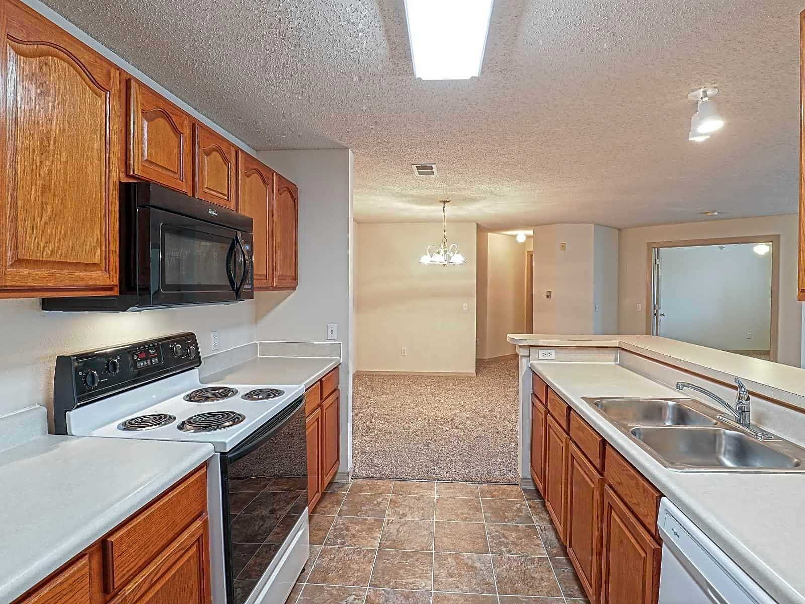 Apartments Near WSU East Hampton Estates for Wichita State University Students in Wichita, KS