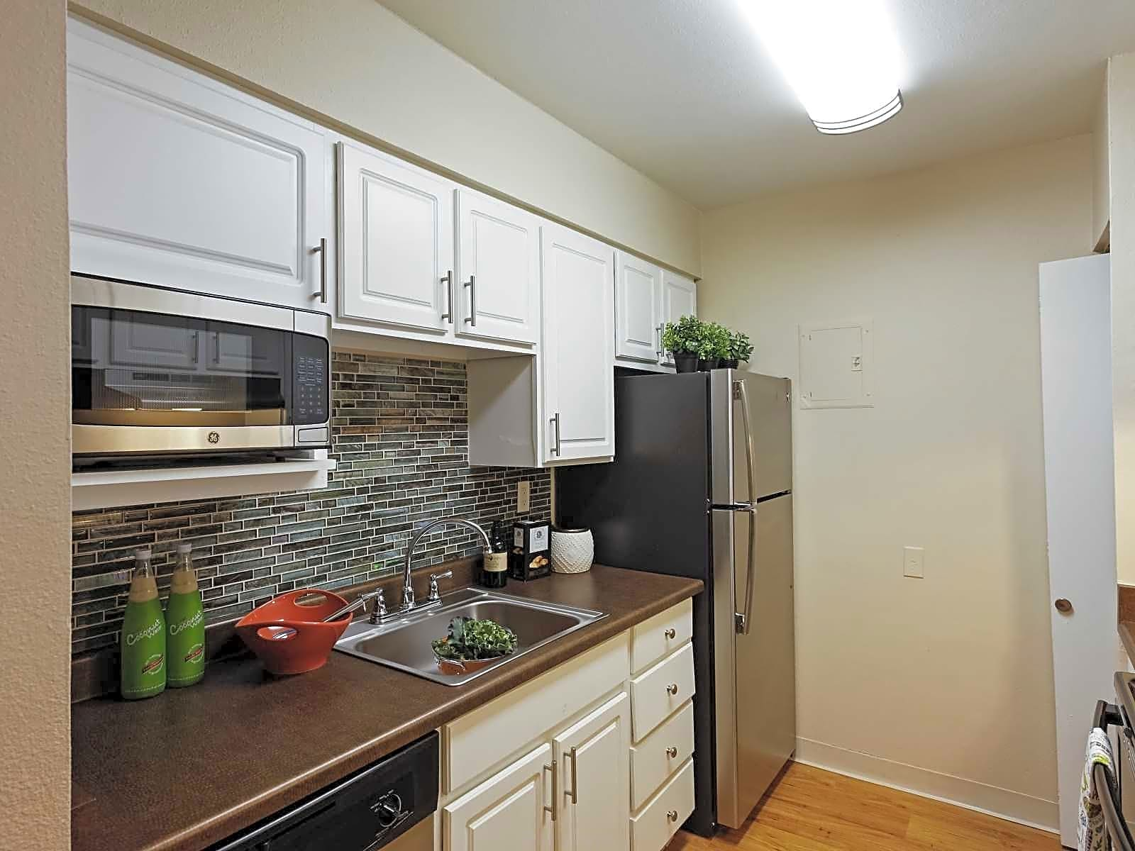 Avery Park Apartment Homes - Englewood, CO 80111