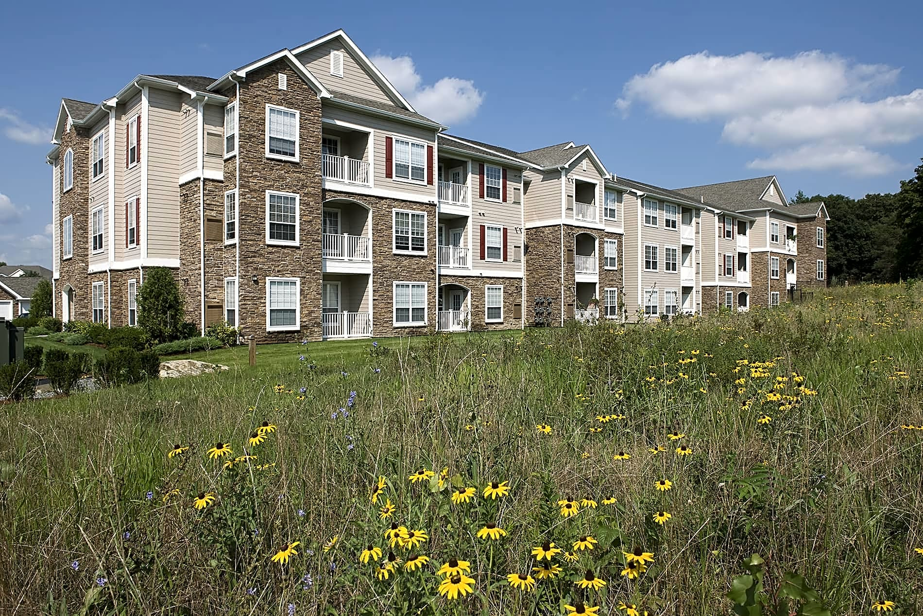 Apartments Near Stonehill Lodge at Foxborough for Stonehill College Students in Easton, MA