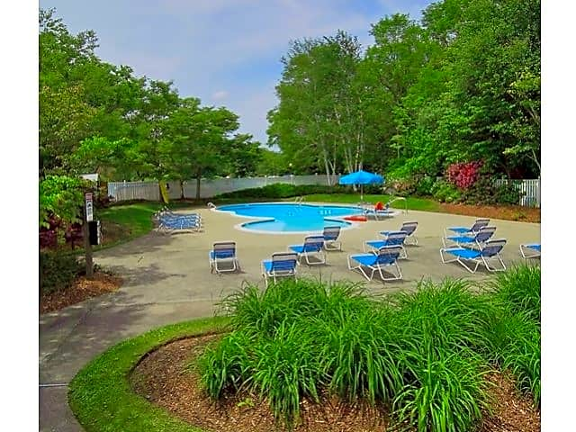 Apartments Near Stonehill Woodview At Randolph for Stonehill College Students in Easton, MA