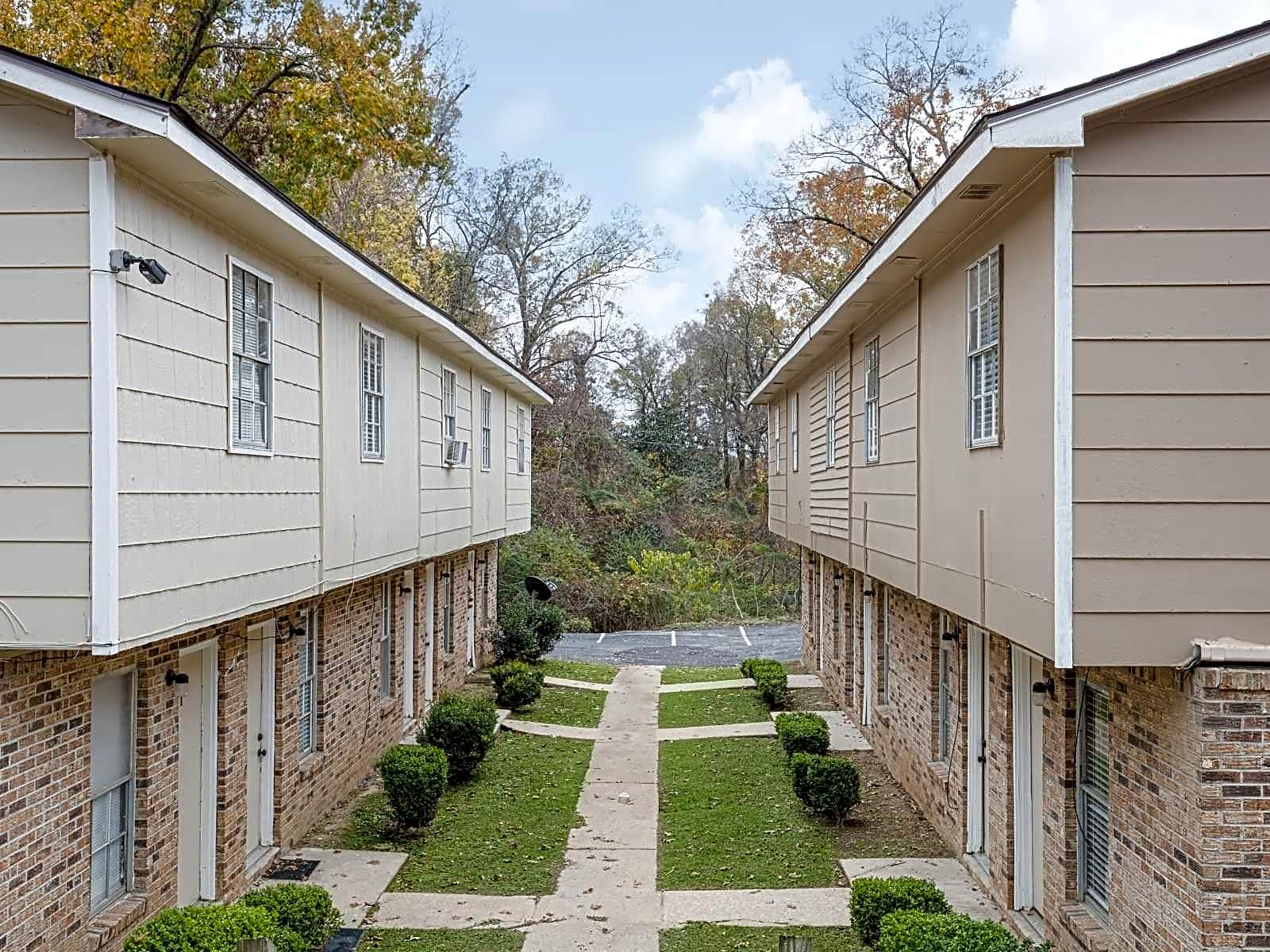 435-445 Lake Hill Dr<BR>2 Bedroom 1 1/2 Bath Townhouses