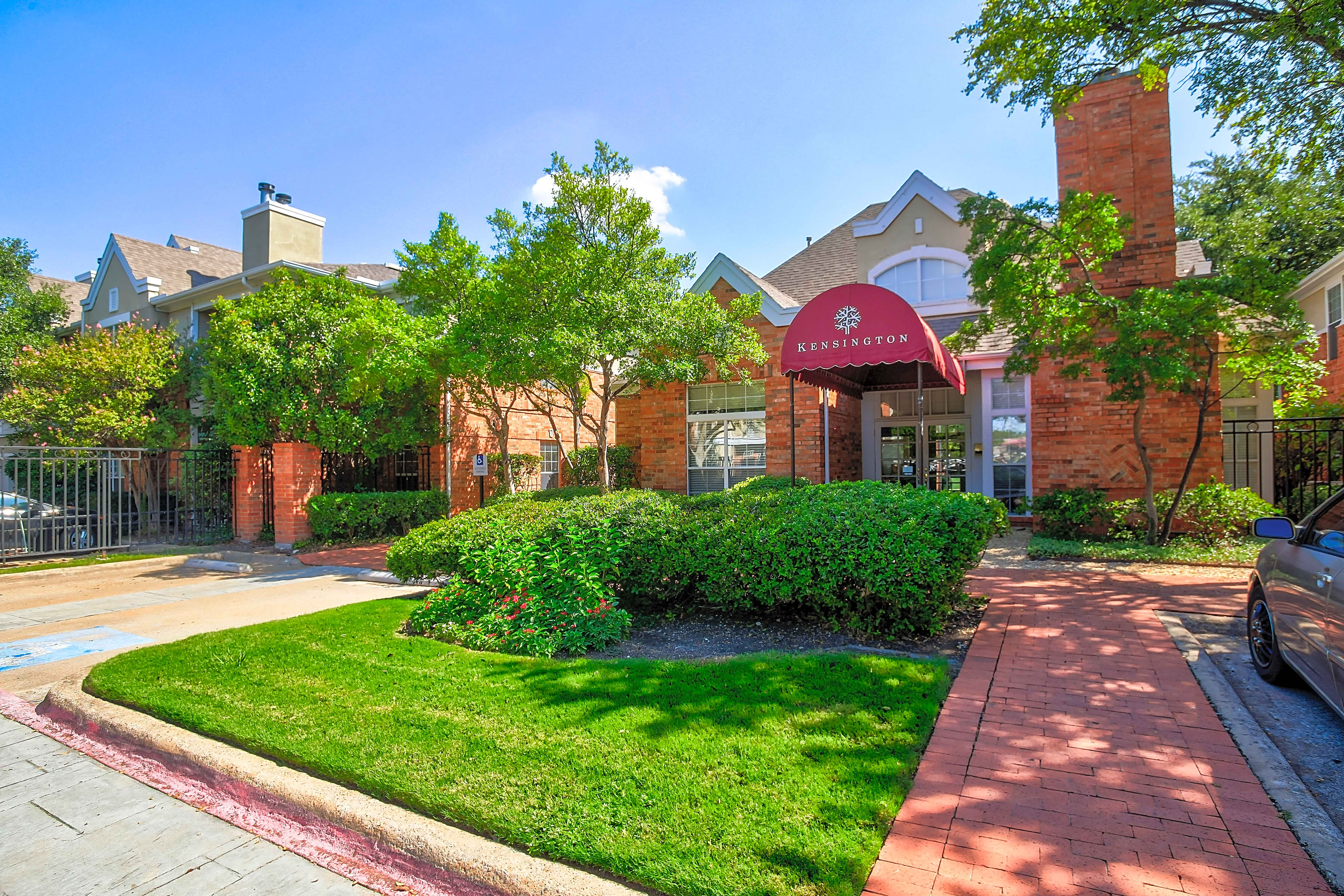 Apartments Near UT Dallas Kensington for University of Texas at Dallas Students in Richardson, TX