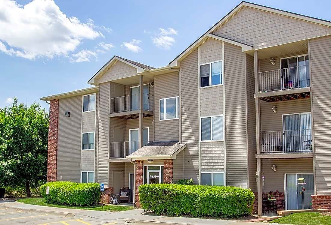 Apartments Near Bellevue Deer Park for Bellevue University Students in Bellevue, NE