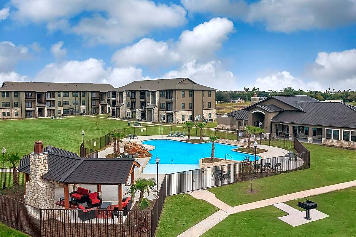 Apartments Near South Texas Vo-Tech Institute Valor At Harlingen for South Texas Vo-Tech Institute Students in Weslaco, TX