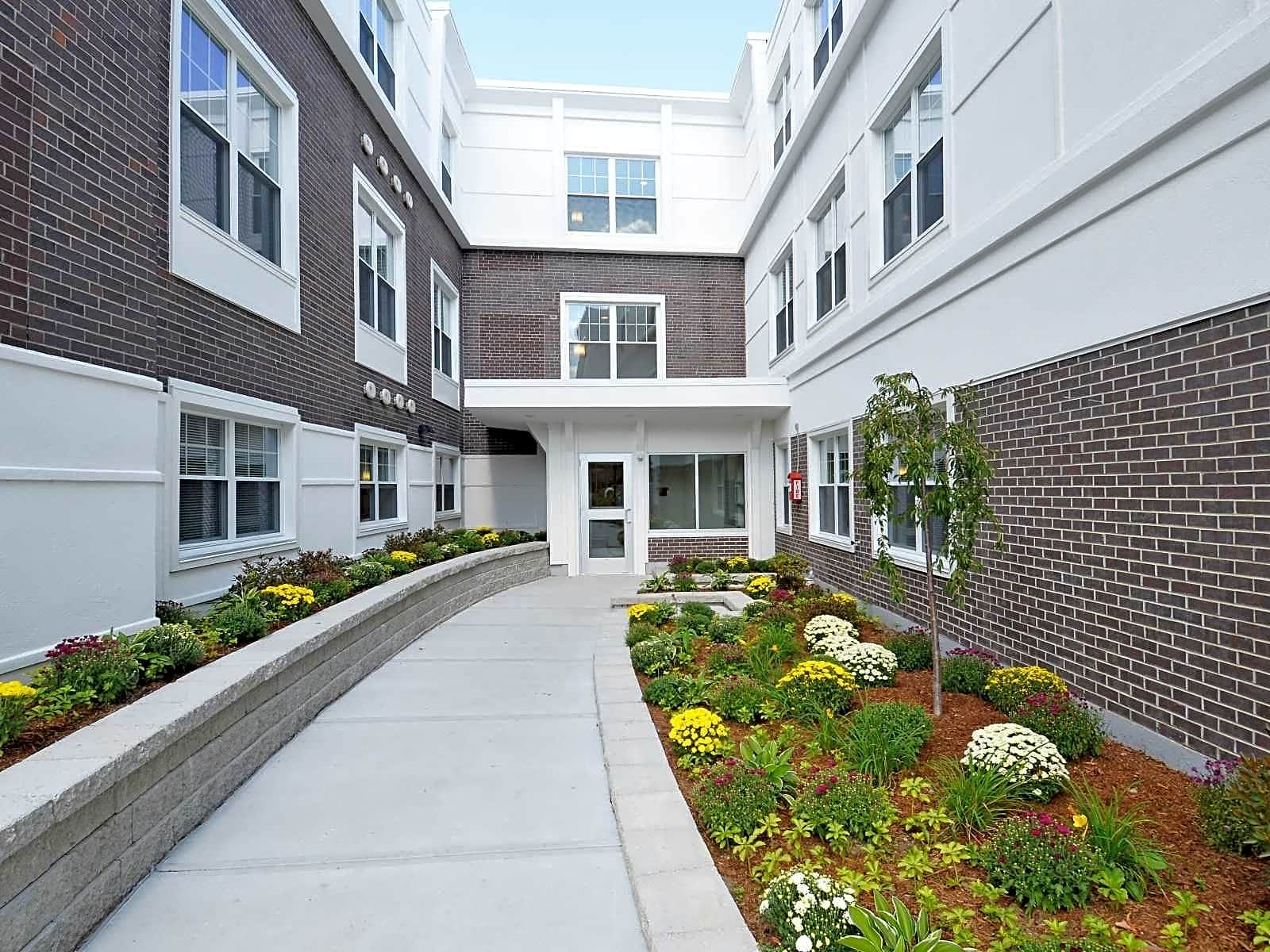 Apartments Near Stonehill Sunset Lake Apartments for Stonehill College Students in Easton, MA