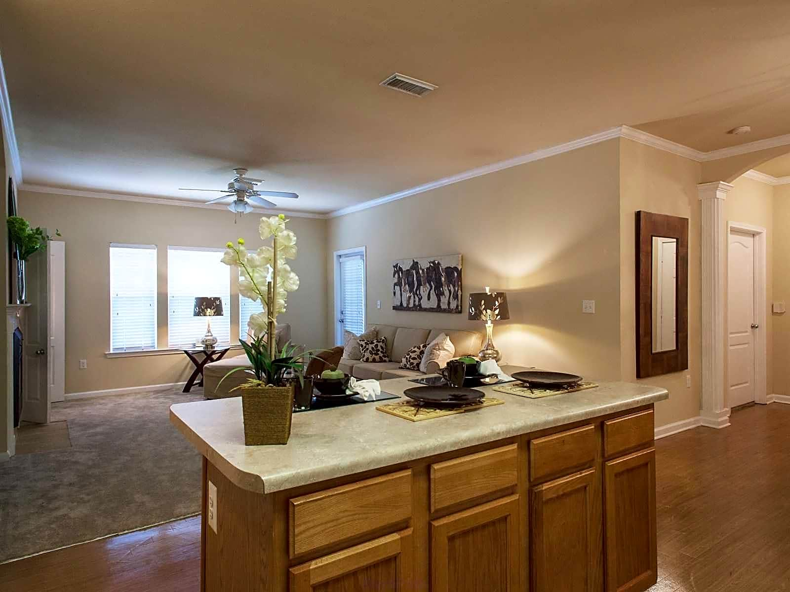 Apartments Near Day Spa Career College Arbor Place for Day Spa Career College Students in Ocean Springs, MS