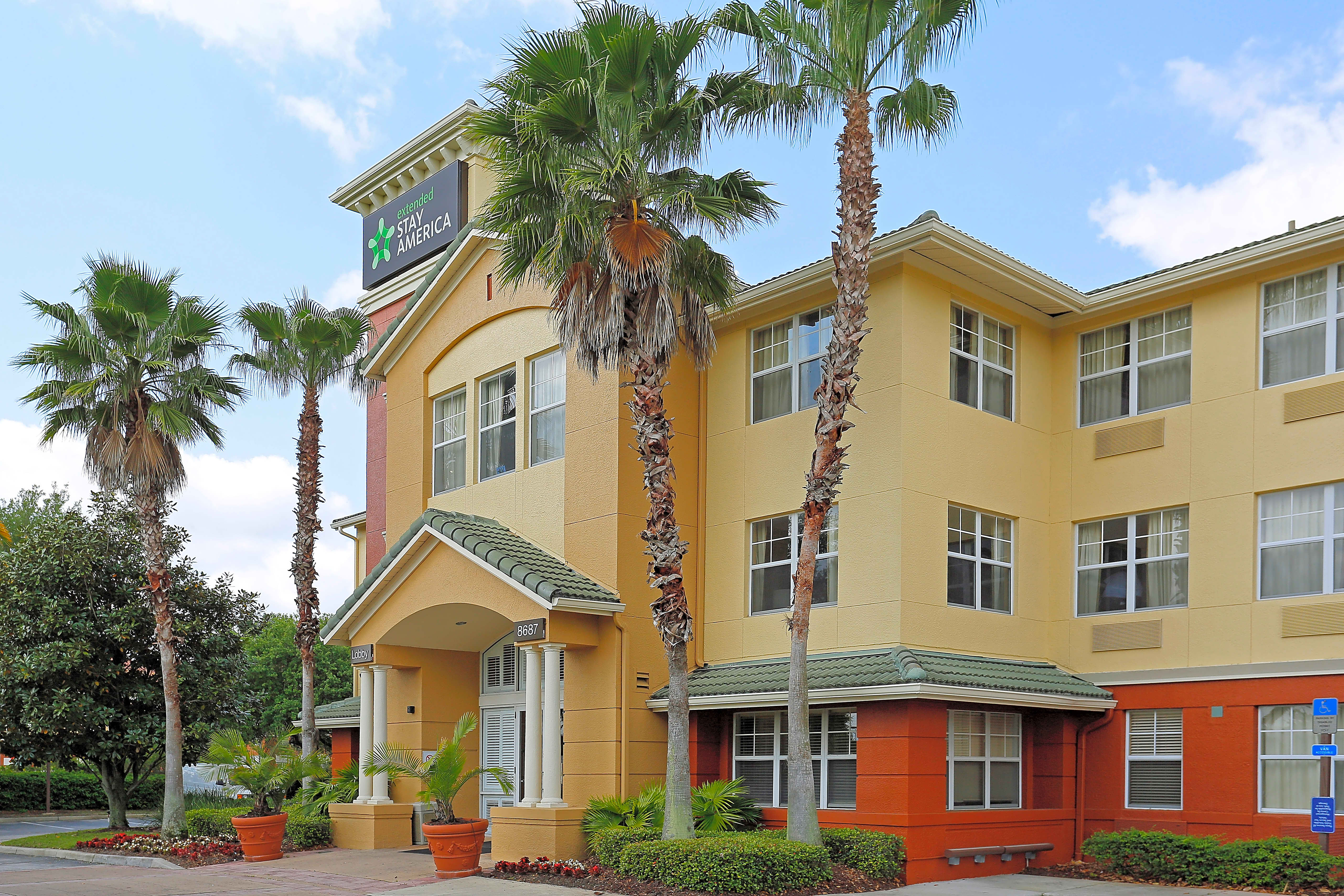 Enclave at Lake Ellenor Off-Campus UCF Housing | College ...