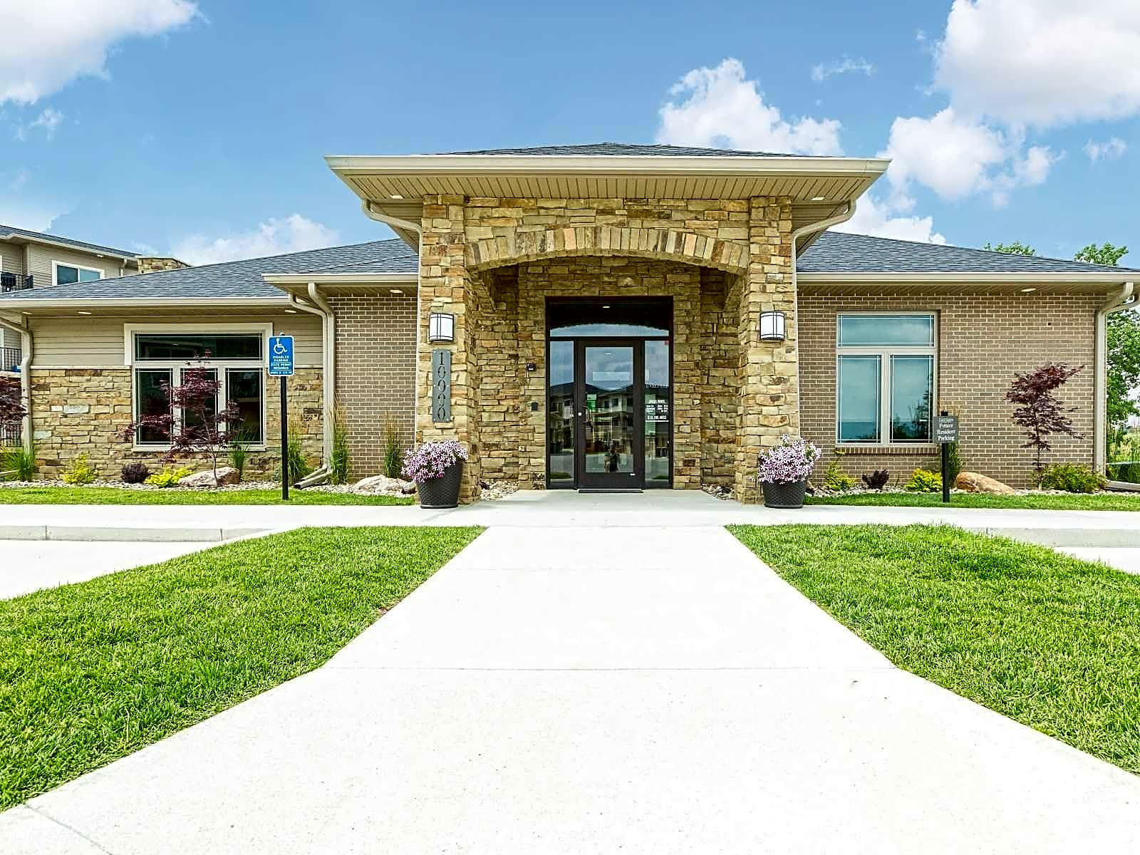 City Heights Apartments Des Moines