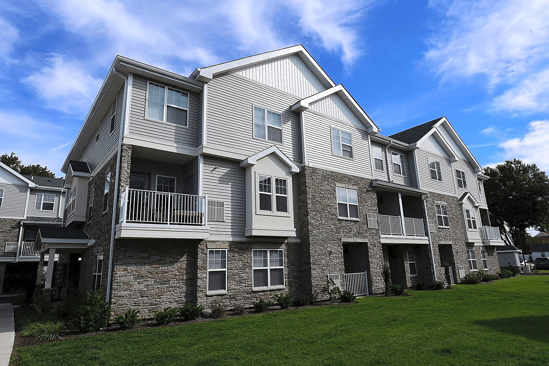 Apartments Near RCC Hawthorne Square for Rockland Community College Students in Suffern, NY