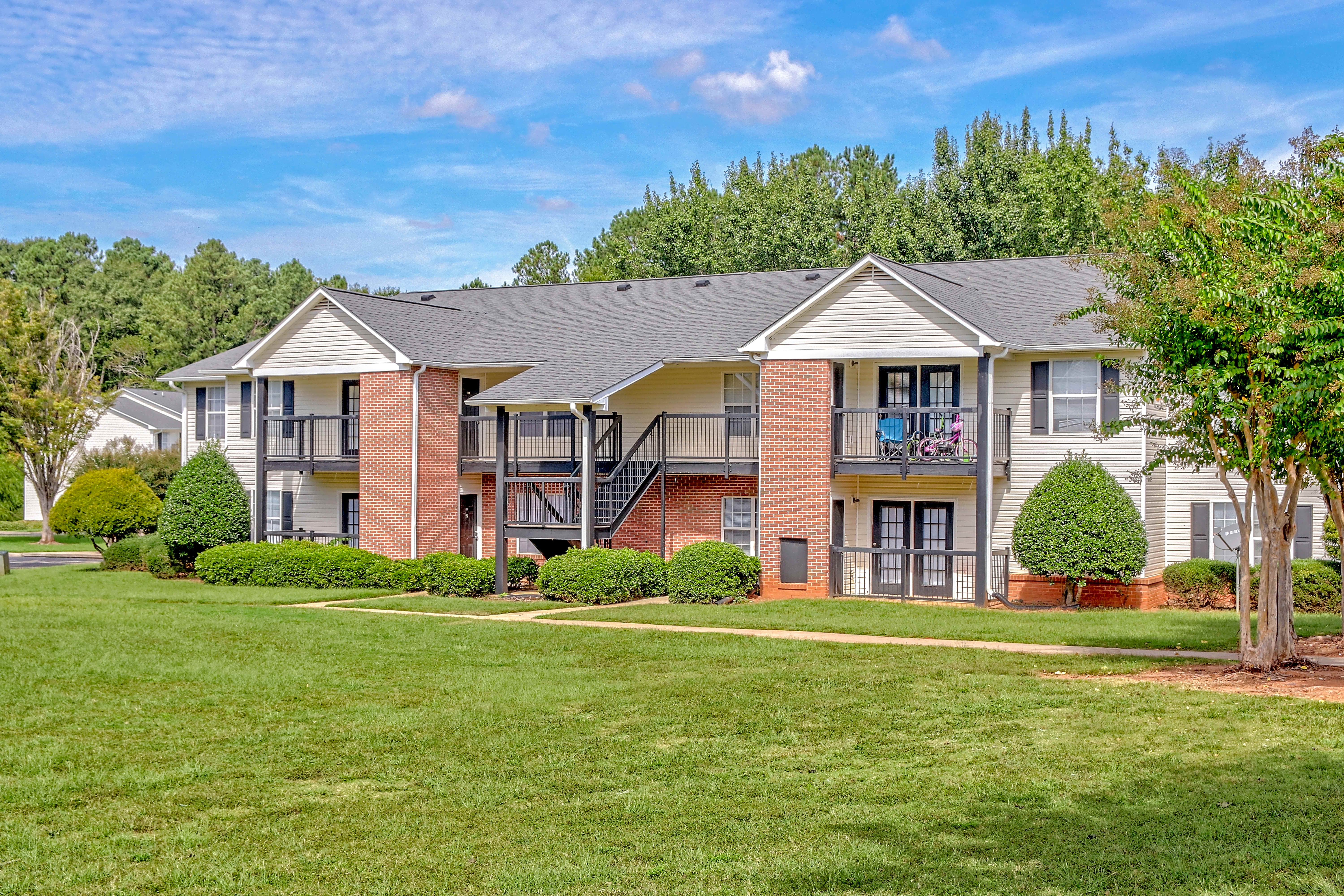 Apartments Near Clayton  State The Retreat at Baywood for Clayton  State University Students in Morrow, GA