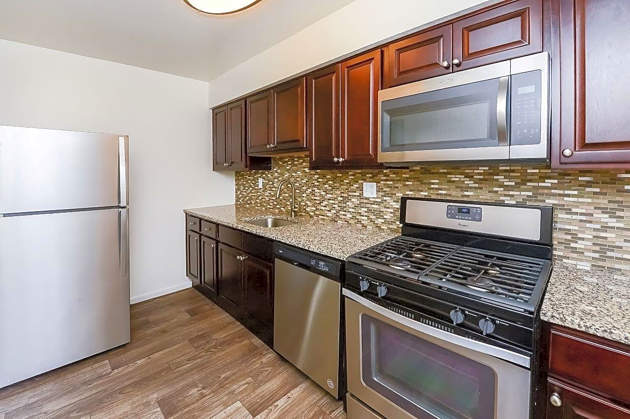 Apartments Near DelVal Brookside Manor Apartments & Townhomes for Delaware Valley College Students in Doylestown, PA