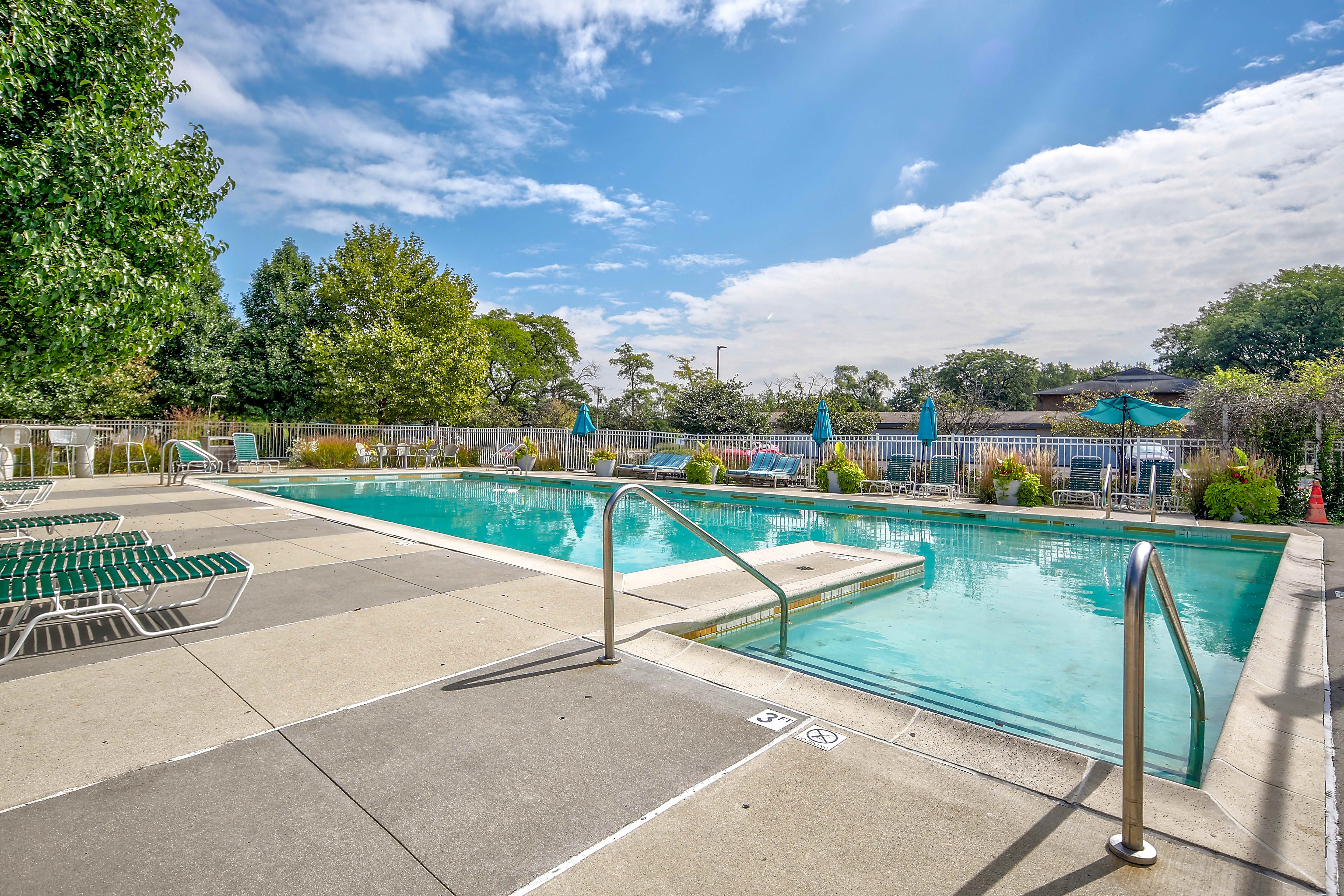 Apartments Near New Mexico Village Park of Hoffman Estates for New Mexico Students in , NM