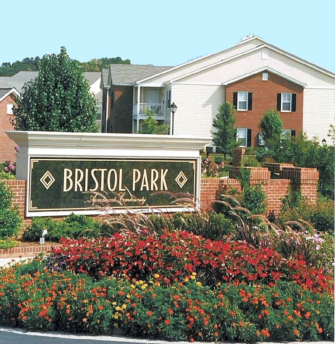 Aparment Guide: Bristol Park Apartment Homes