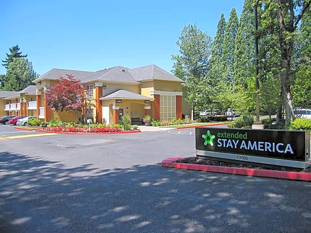 Apartments Near Northwest College-Tualatin Furnished Studio - Portland - Tigard for Northwest College-Tualatin Students in Tualatin, OR