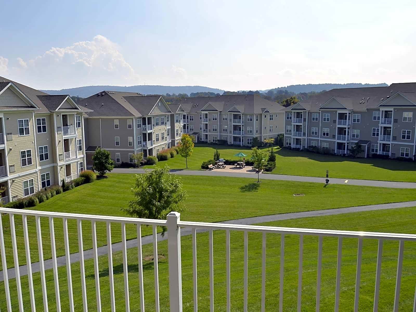 Apartments Near Moravian Woodmont Mews for Moravian College Students in Bethlehem, PA