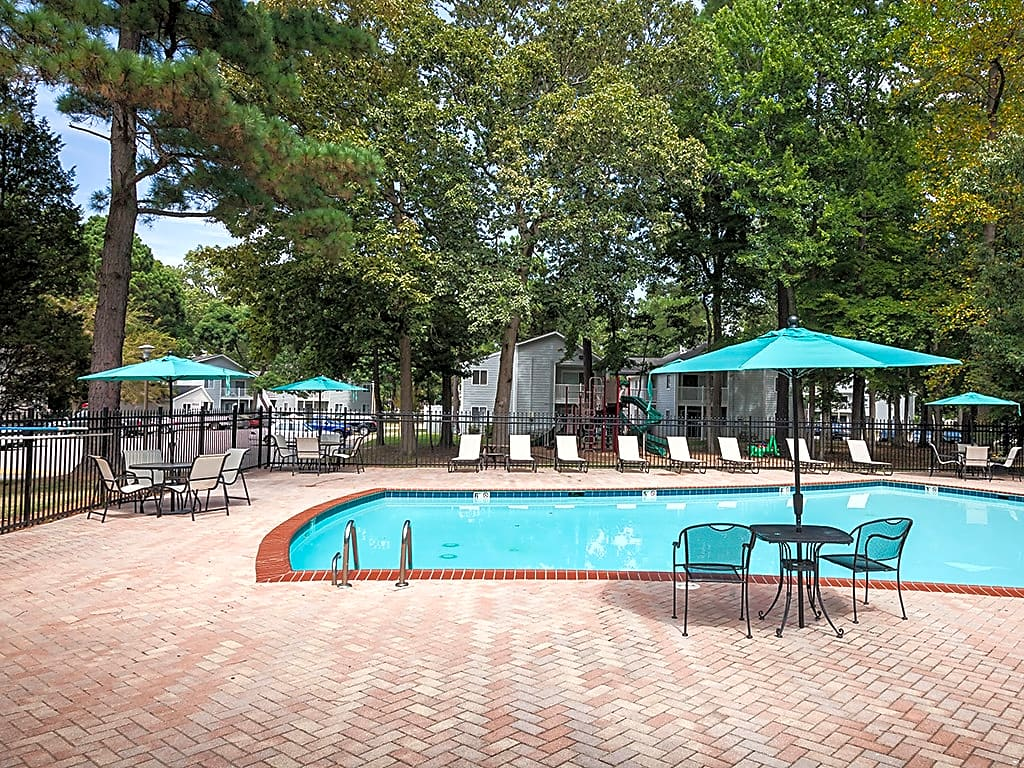 Swimming Pool with Brick Sundeck