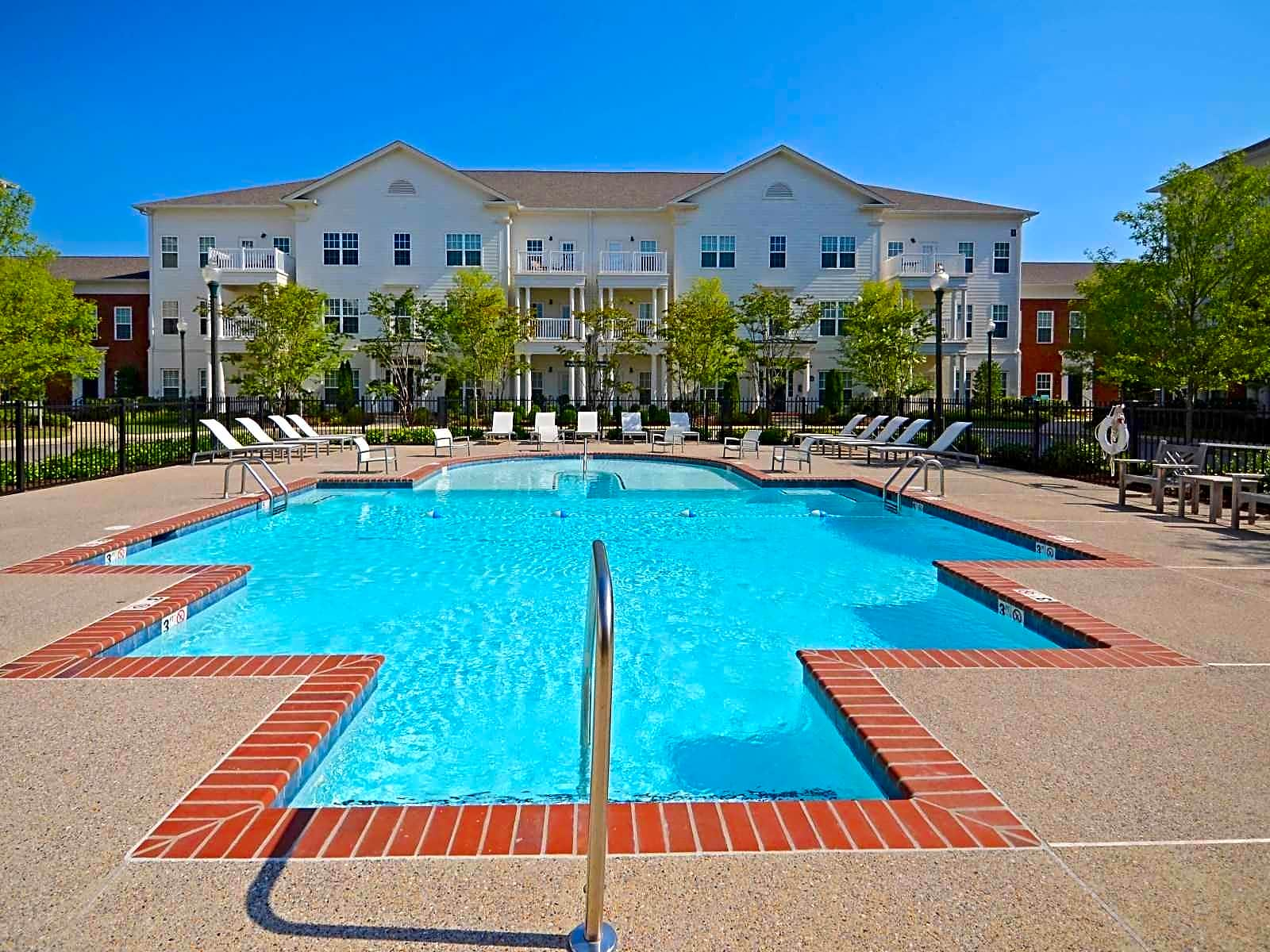 Laurelwood Apartments In Collierville Tn
