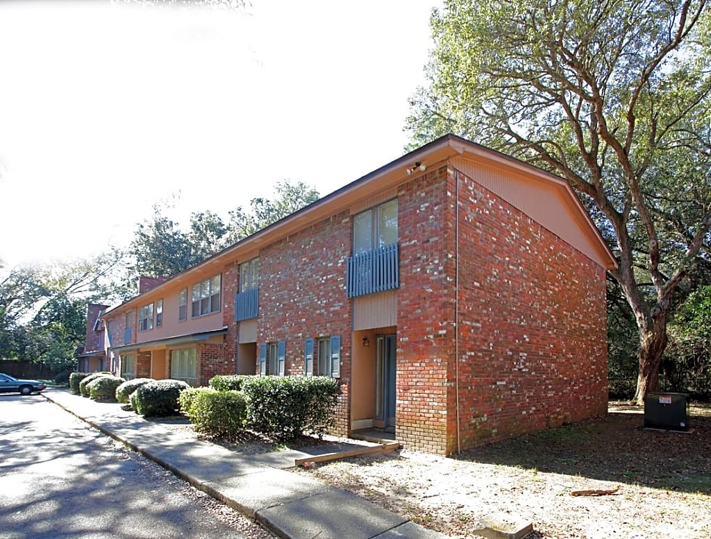Apartments Near UWF The Oaks for University of West Florida Students in Pensacola, FL
