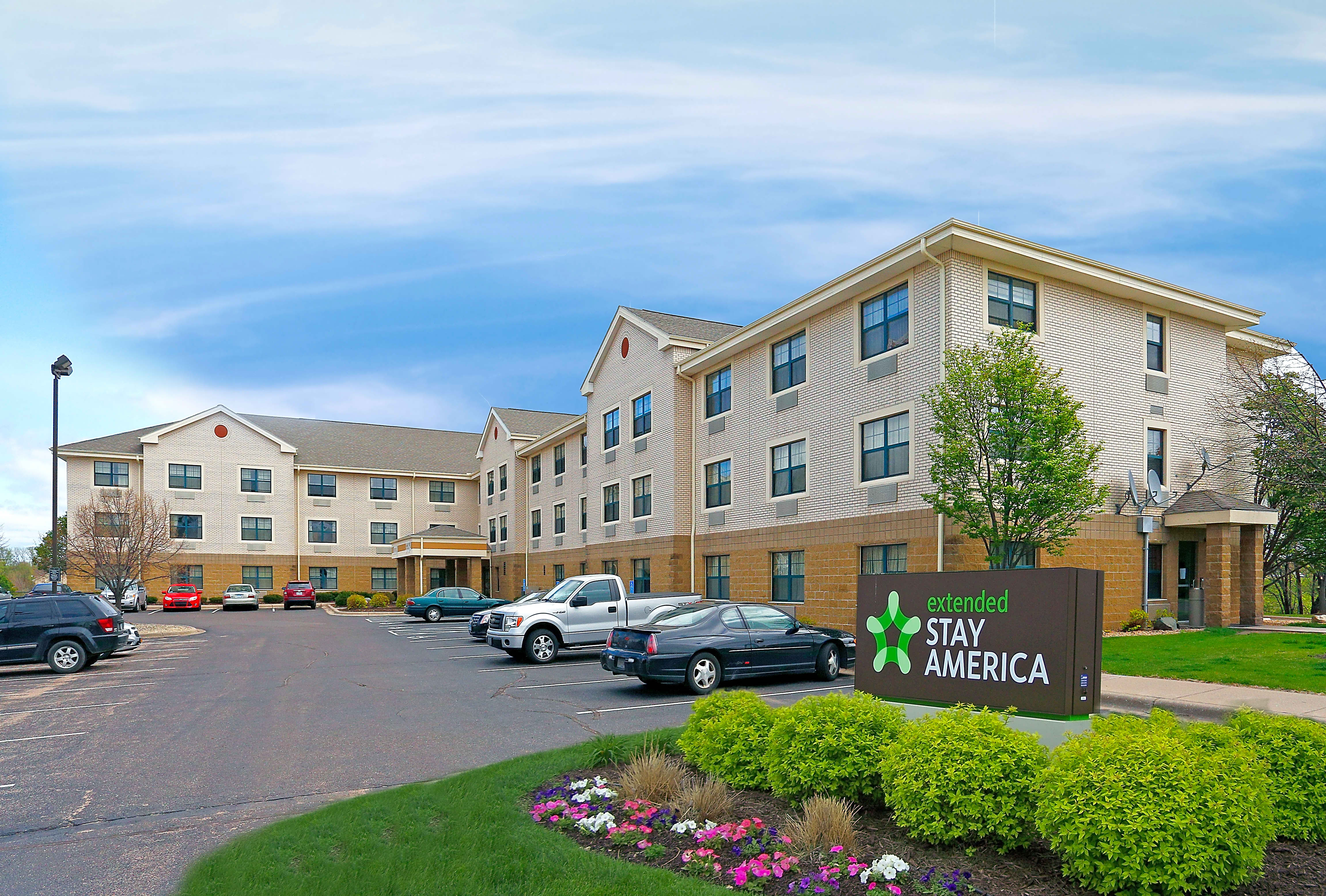Apartments Near Brown Furnished Studio - Minneapolis - Airport - Eagan - South for Brown College Students in Mendota Heights, MN