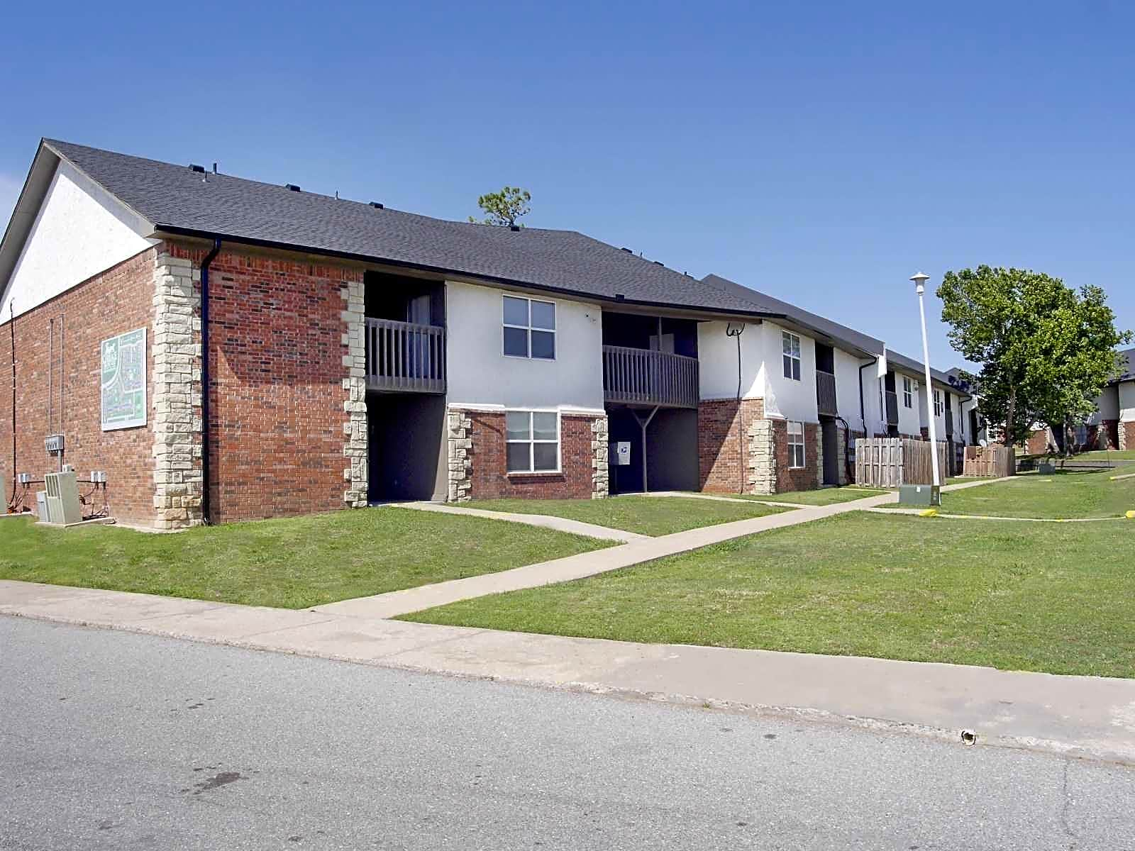 Carriage house apartments lawton ok 73501 for Carriage house garden apartments