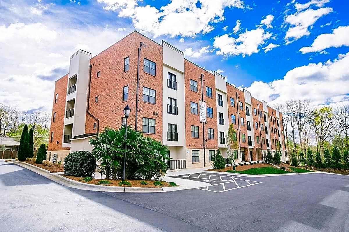 Apartments Near Guilford 2918 North At Winstead Commons for Guilford College Students in Greensboro, NC