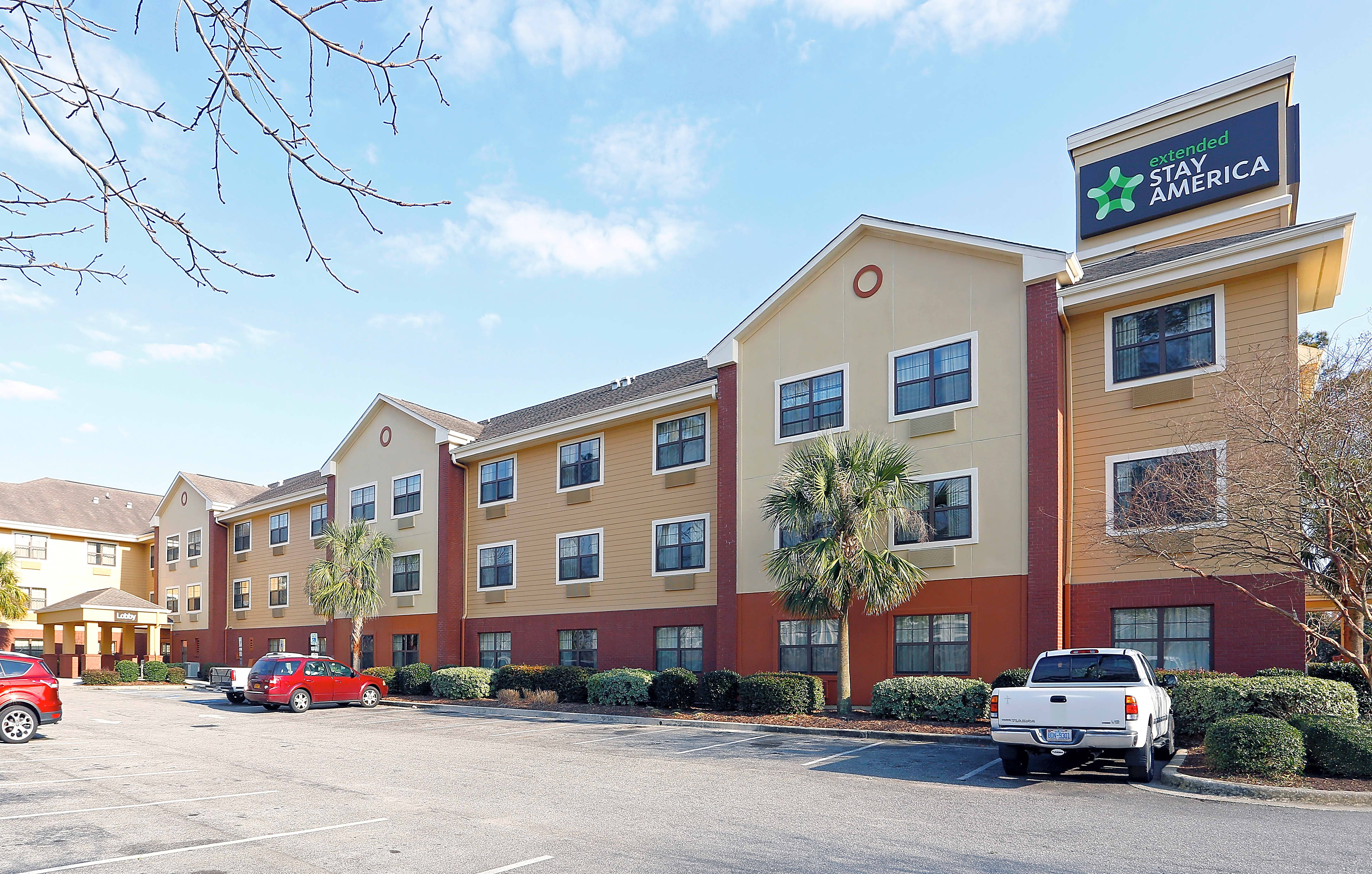 Apartments Near UNCW Furnished Studio - Wilmington - New Centre Drive for University of North Carolina-Wilmington Students in Wilmington, NC