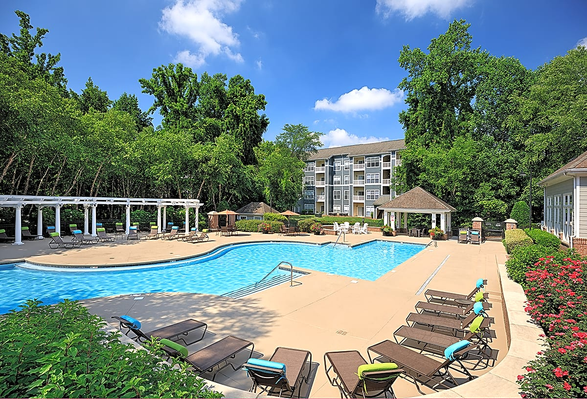 Pool and Sundeck with Grilling/Dining Cabana and Wi-Fi