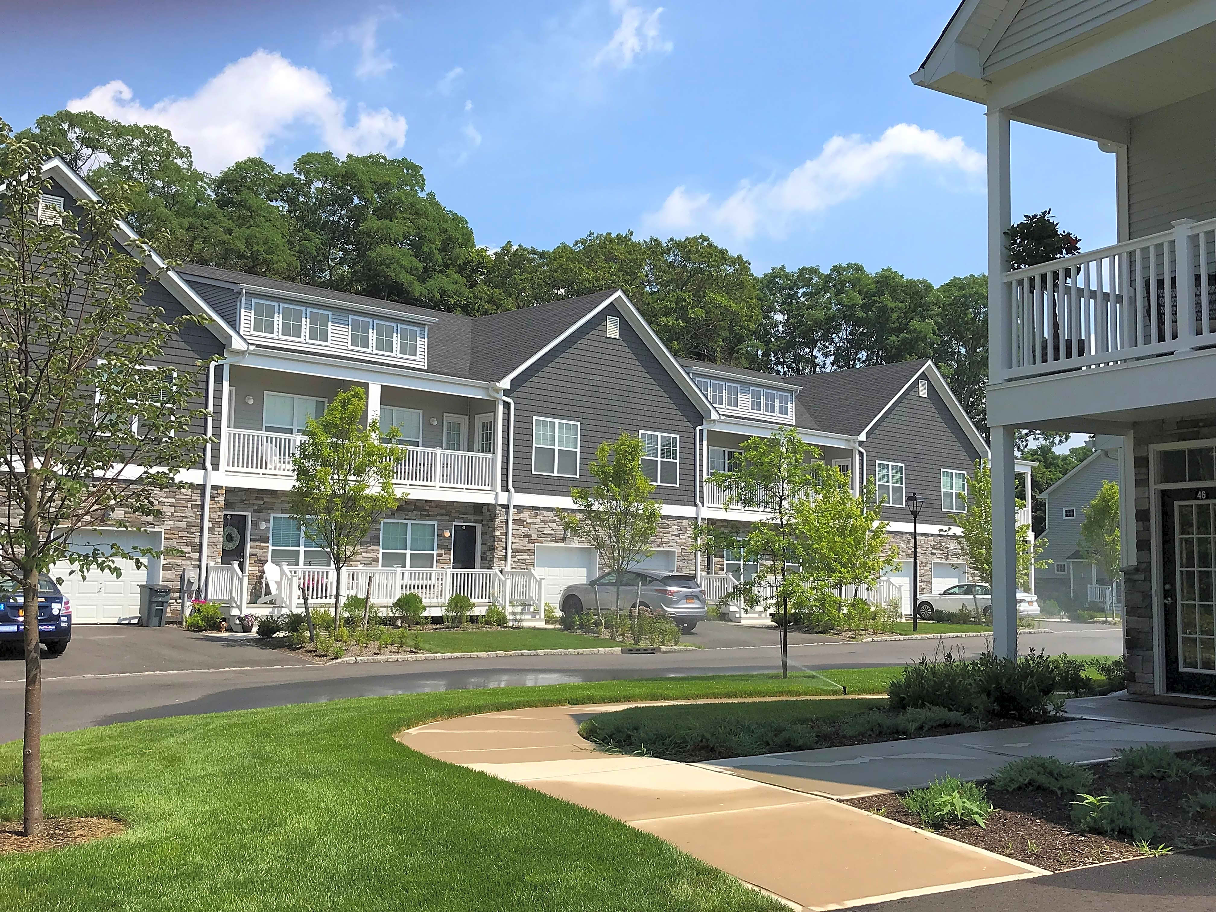 Apartments Near Dowling Fairfield Townhouses At Selden for Dowling College Students in Oakdale, NY