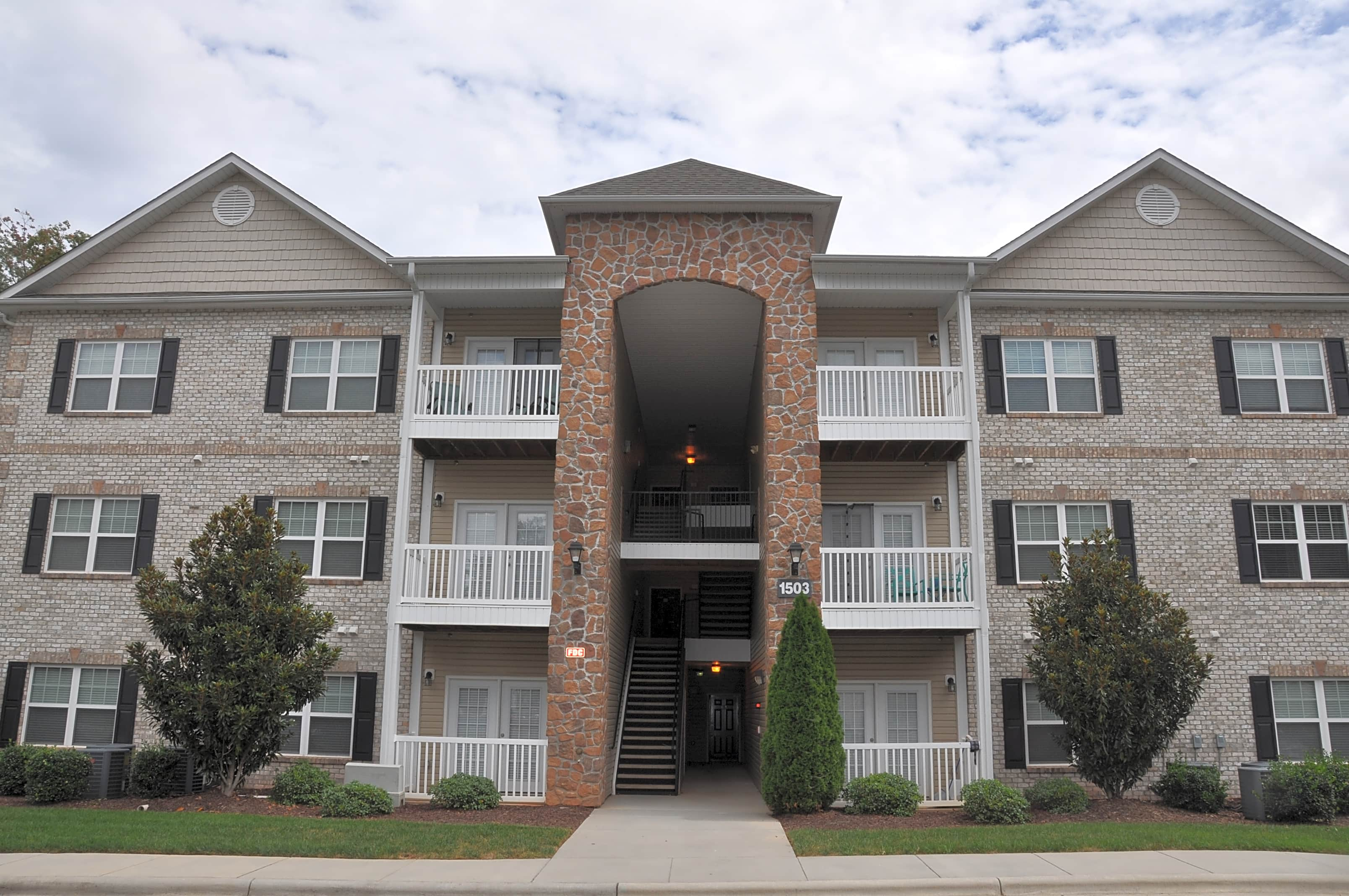 Apartments Near Guilford Wendover Axcess for Guilford College Students in Greensboro, NC