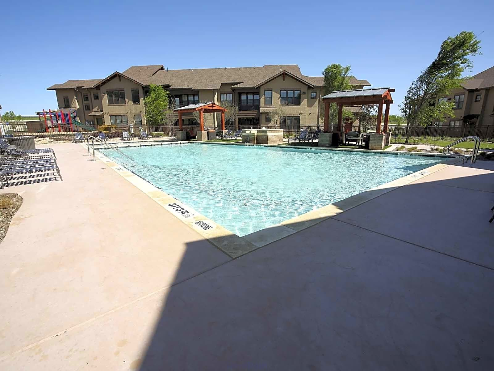 Apartments Near Eastfield College  Creekside Townhomes for Eastfield College  Students in Mesquite, TX