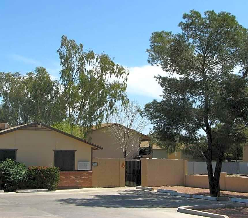 Scottsdale Springs Apartments: Pinefield Apartments