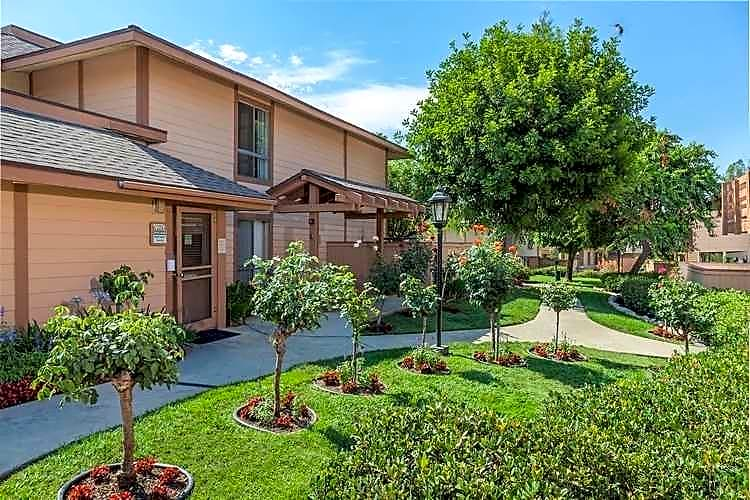 Apartments Near Scripps Foothill Village for Scripps College Students in Claremont, CA